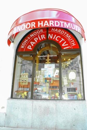kupastudio_KIN BrandStore České Budějovice-07